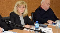 "Аврамова критикува заместника си за писмото за сградата ""Златен век"""