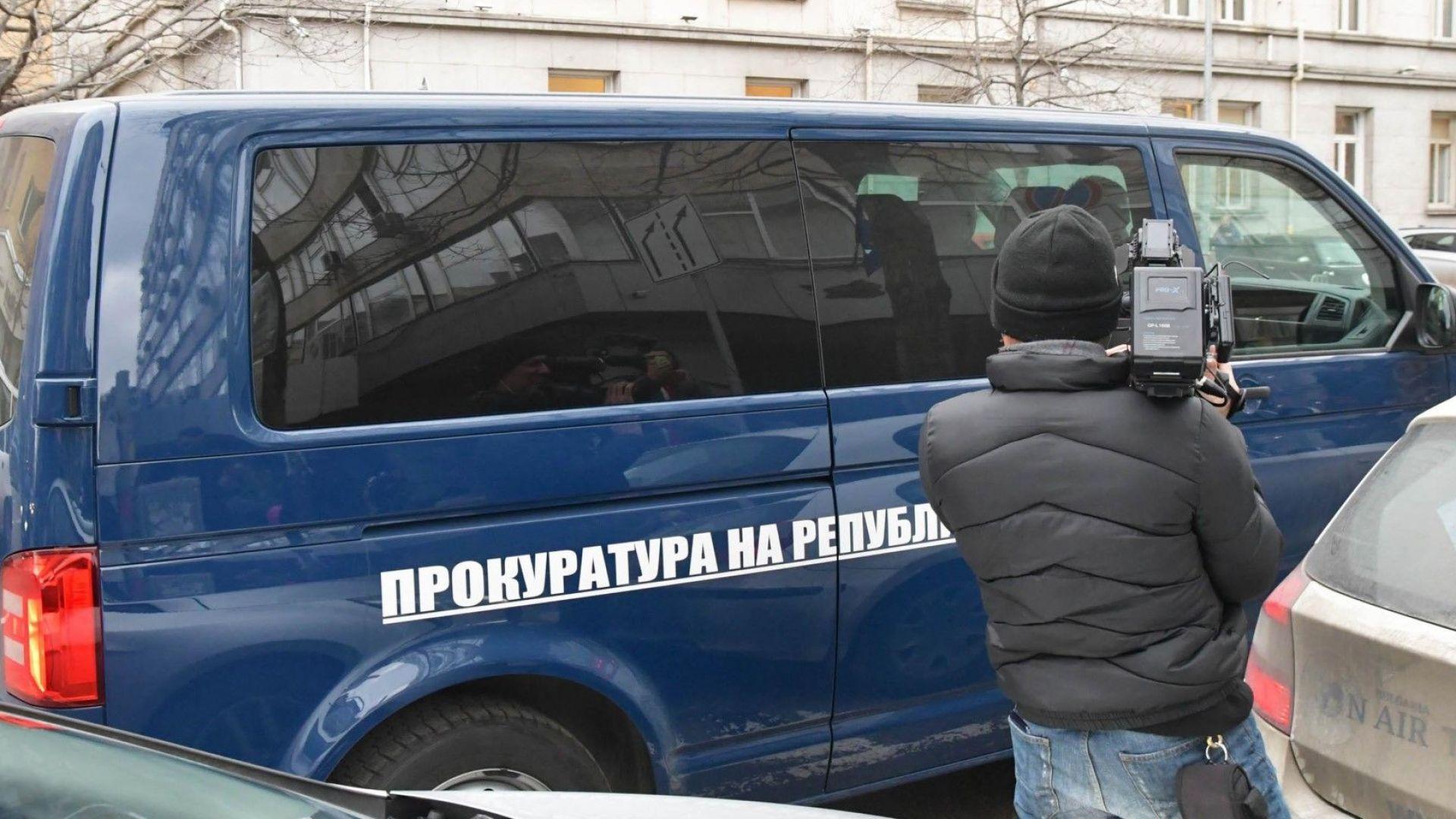 Прокуратурата сне обяснения от Боил Банов и Елена Йончева