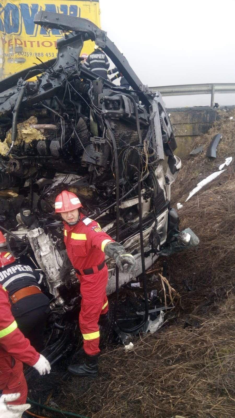 Двамата шофьори са загинали на място