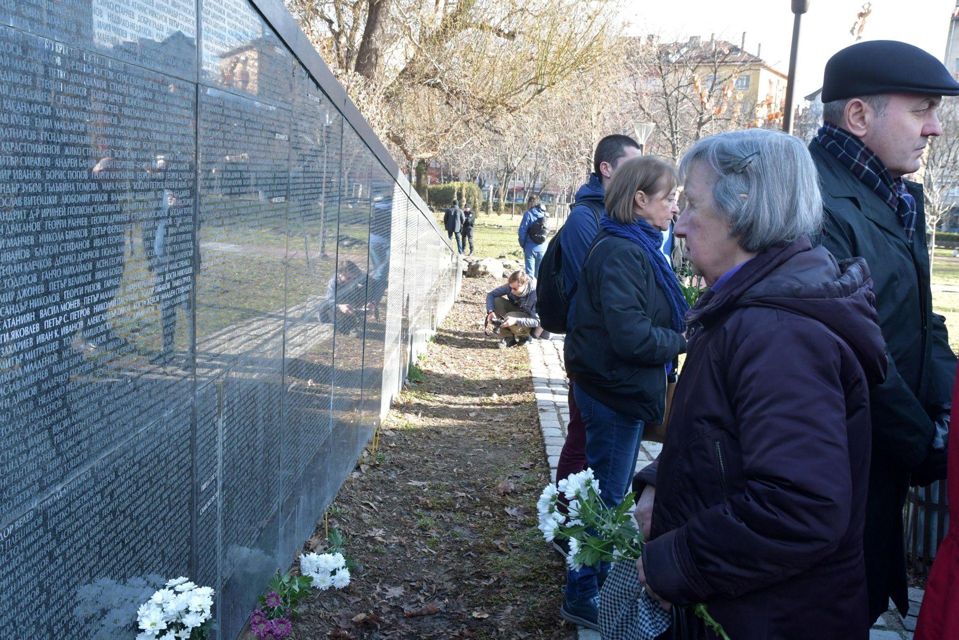 Поклон пред жертвите на комунистическия режим