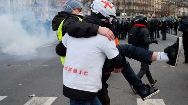 """""""Бял марш"""" на ранените """"жълти жилетки"""" срещу гумените куршуми"""