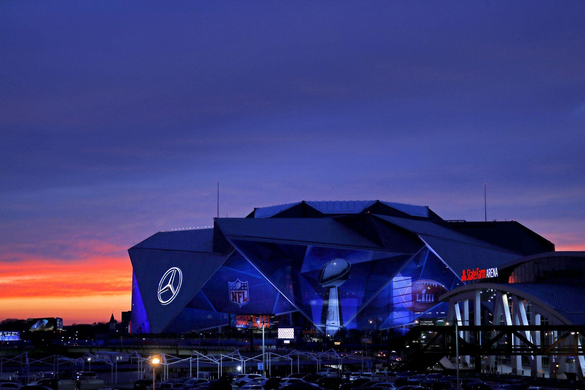 """Арената на Супербоул днес - """"Мерцедес-Бенц Стейдиъм"""" в Атланта"""