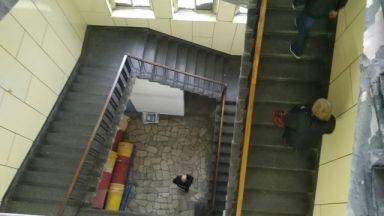 2-годишно дете падна от парапет на болница, борят се за живота му