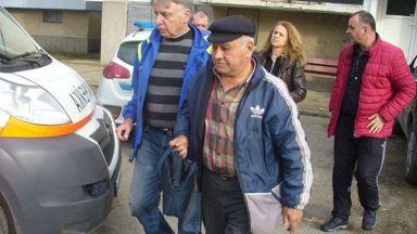 Роми пребиха старец в Казанлък, задигнаха 100 лв., телефон, захар и фиш от тотото
