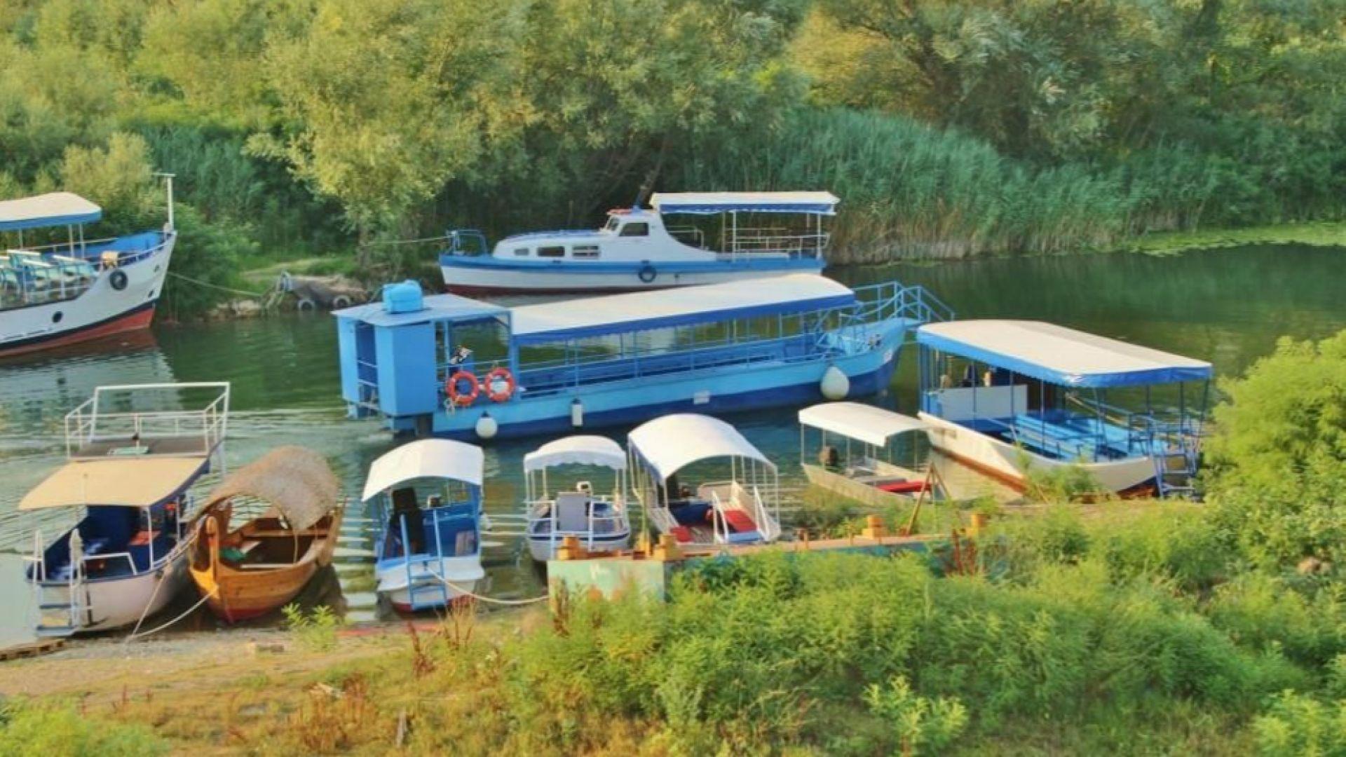 Туристическо корабче се преобърна в Шкодренското езеро, загина жена