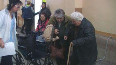 Баба Иванка спи с брадва до главата, след  като бе нападната от рецидивист