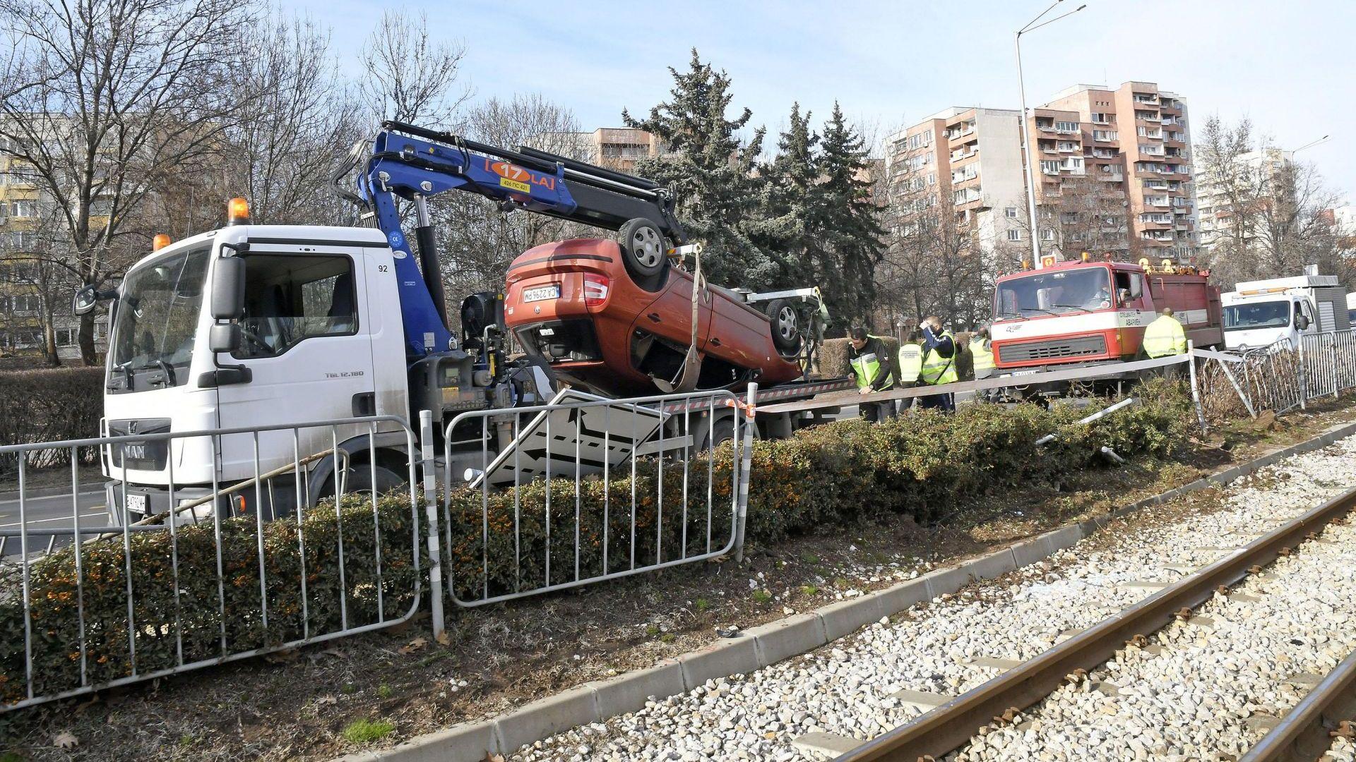 """Директорът на """"Пирогов"""" очевидец на катастрофата с кола върху релсите"""