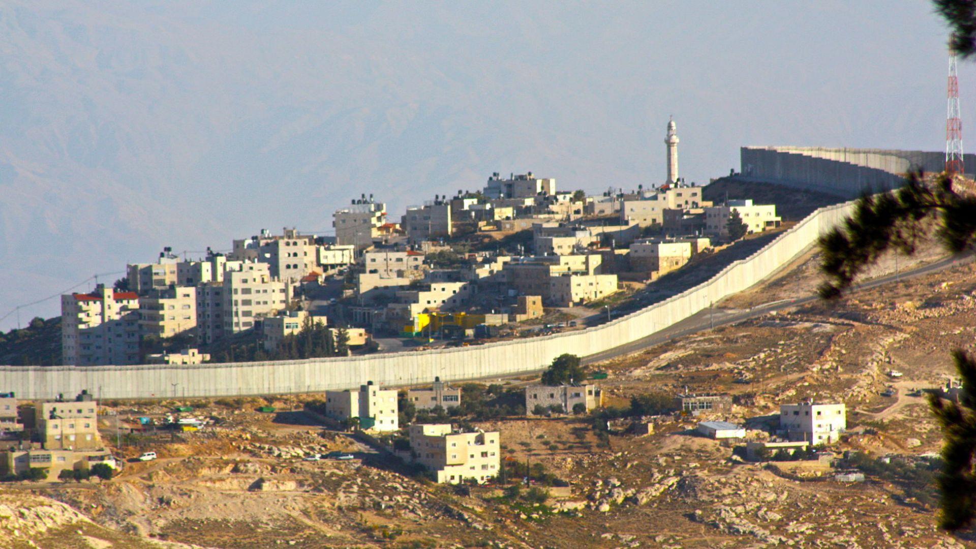 Израел вдига 6-метрова стена на Ивицата Газа