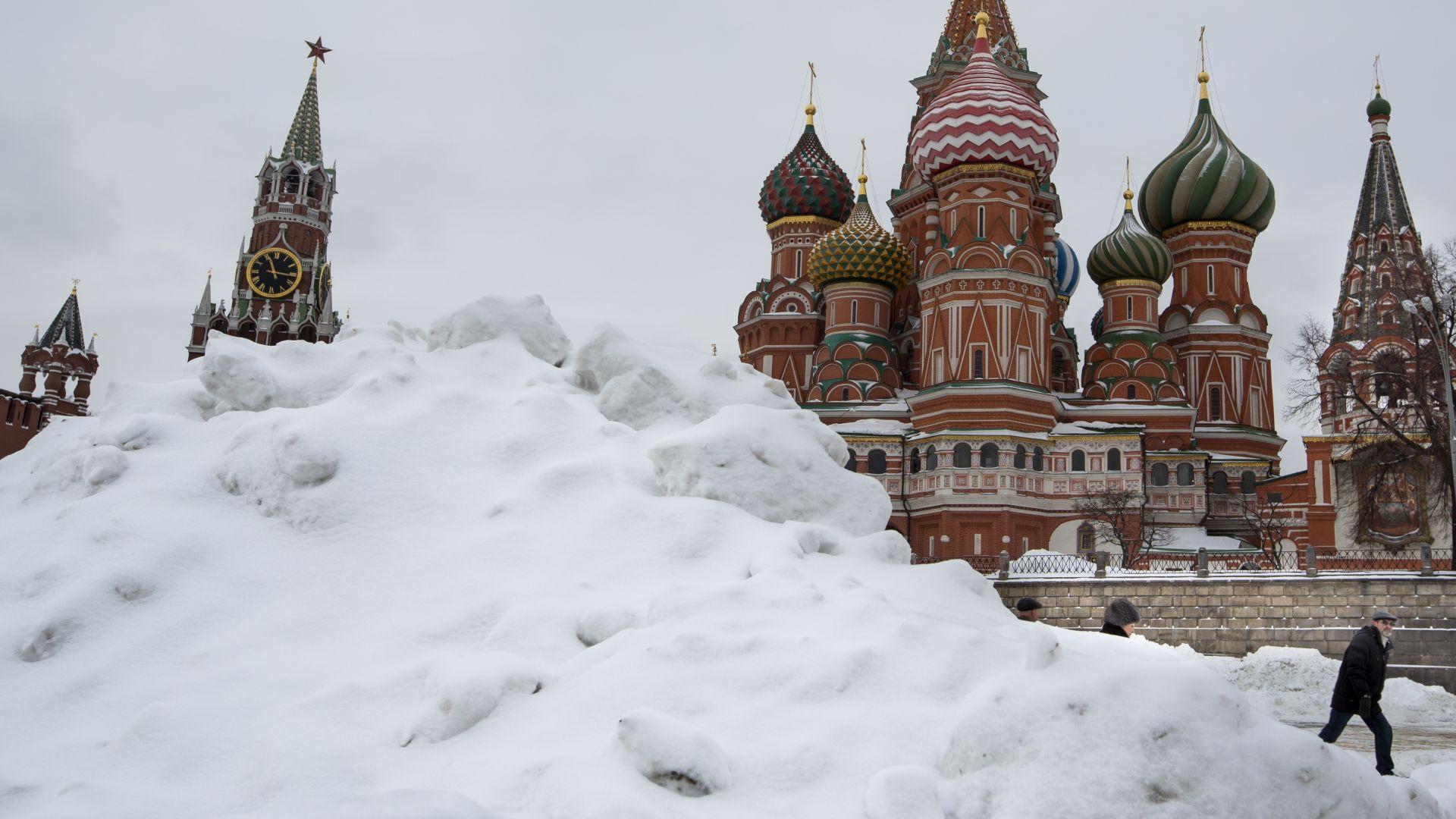 Разчистването на снега излиза солено на московчани