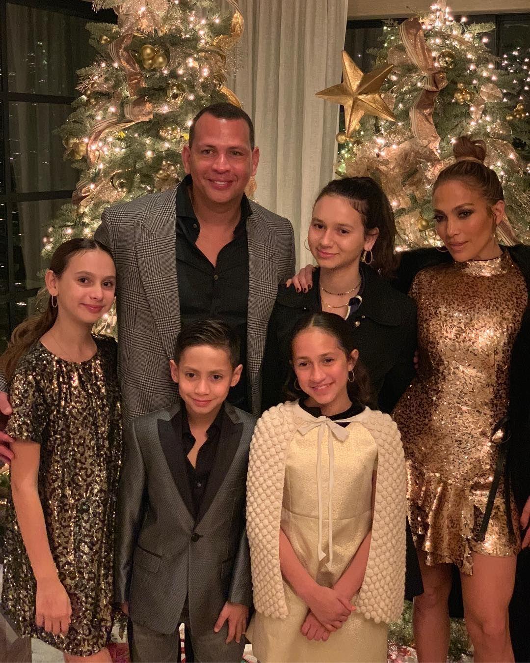 Дженифър Лопес със семейството си