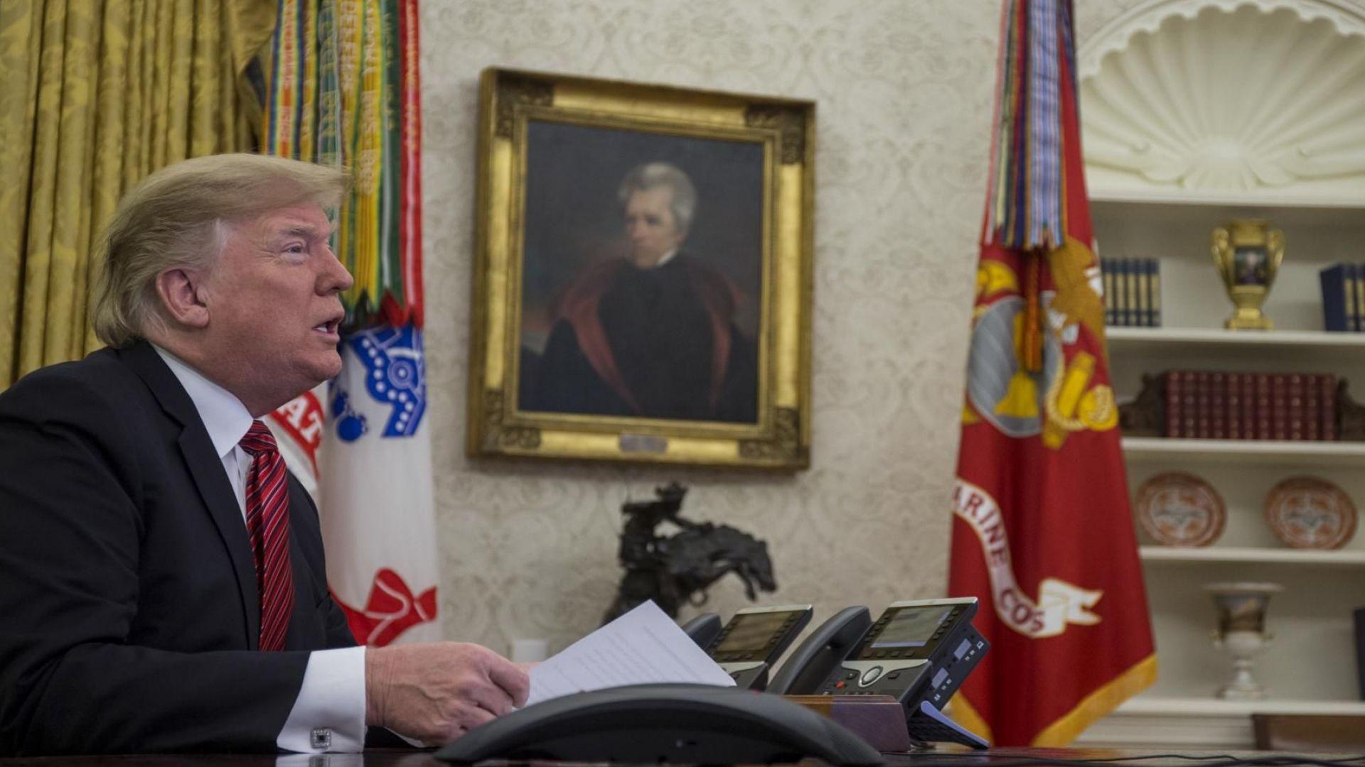 Тръмп смени мнението си: САЩ остават с войски в Сирия