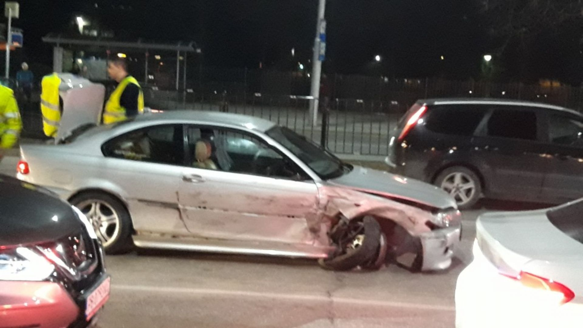 Дрогиран с БМВ удари 6 автомобила в Пловдив (снимки)