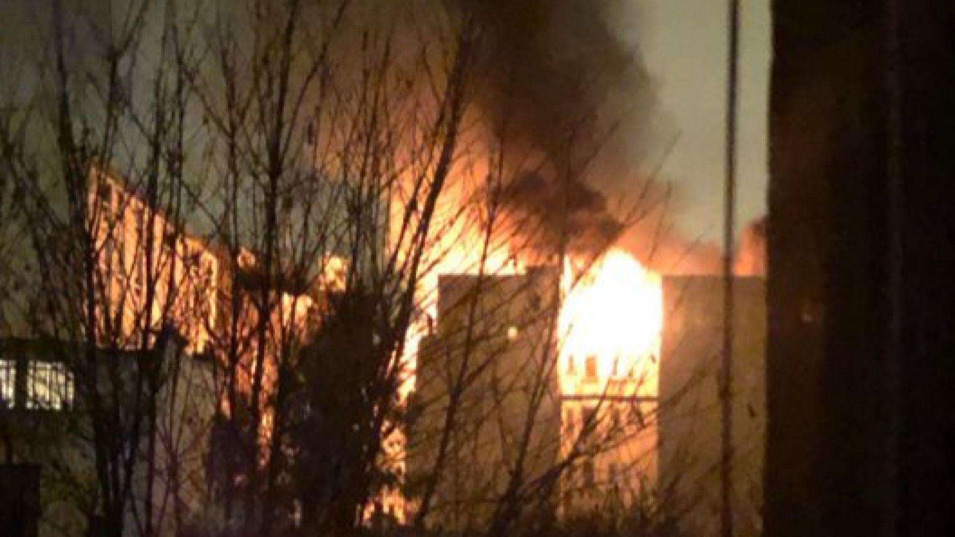 Голям пожар в Париж, поне 8 души са загинали (снимки, видео)