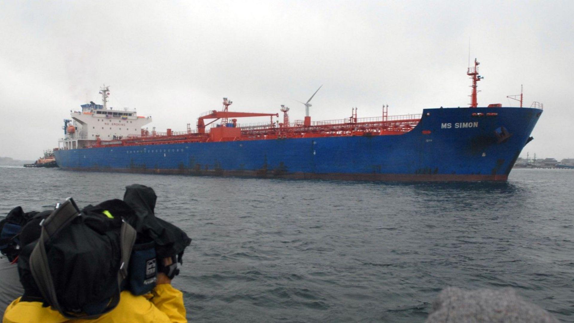 """""""Уолстрийт джърнъл"""": Пълна катастрофа за износа на венецуелски петрол"""