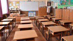 Десетокласничка наръга своя връстничка в училище