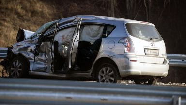 """Официално: 16 ранени и един загинал при мелето на магистрала """"Струма"""""""