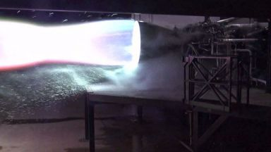 SpaceX тества двигателя за най-мощната ракета в света