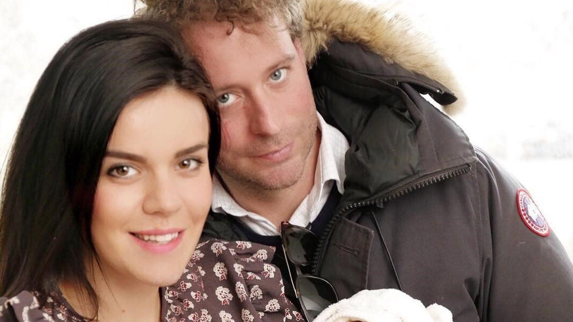 Мона показа първи семеен портрет с бебето