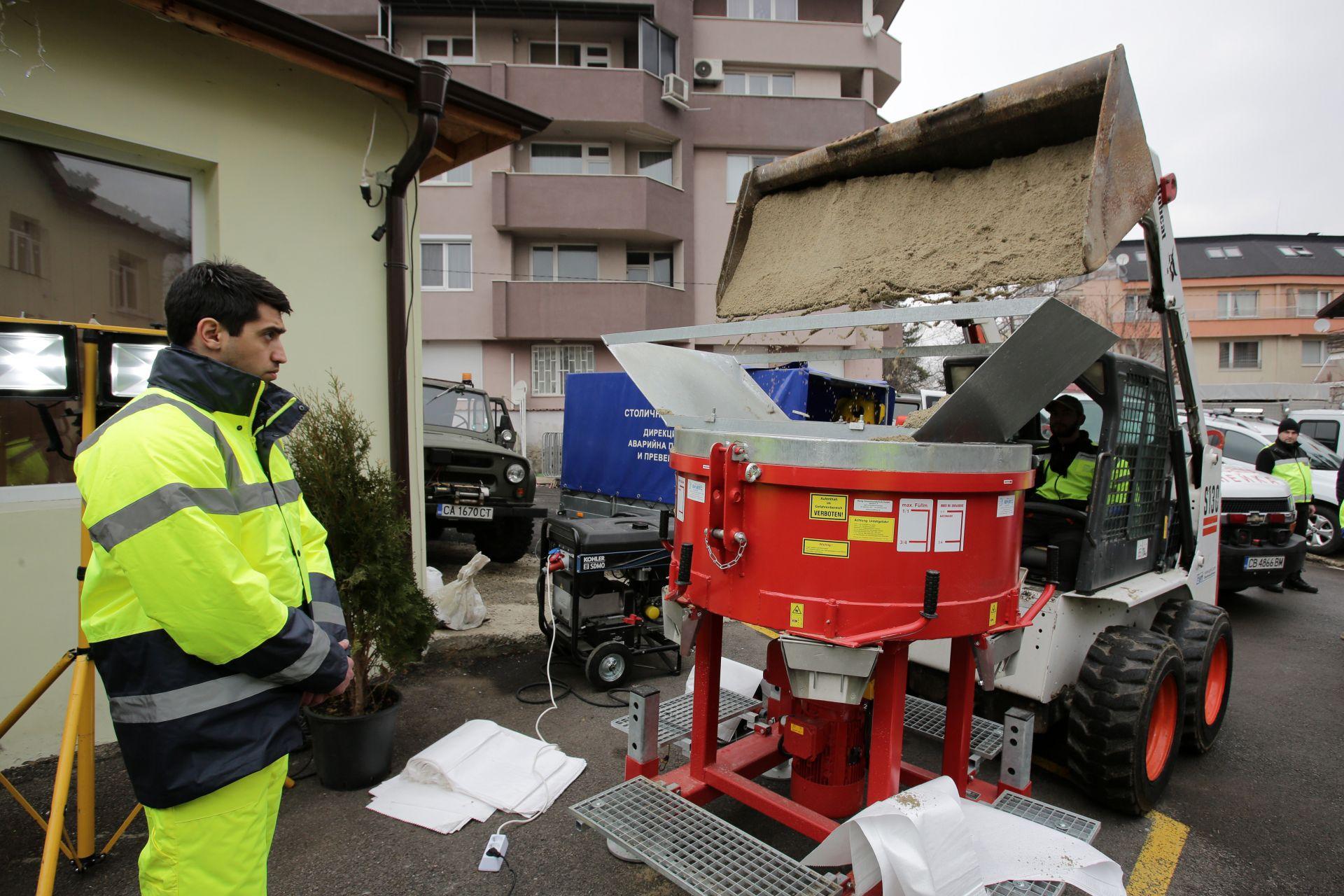 """Столичният кмет Йорданка Фандъкова посети дирекция """"Аварийна помощ и превенция"""", където провери готовността за реакция при повишаване на нивата на реките и язовирите при топенето на снеговете"""