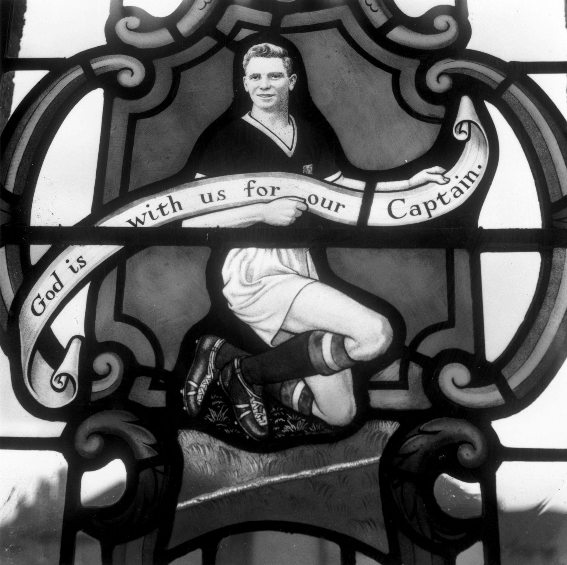 И днес в църквата в родния му град Дъдли може да се види стъклописа, посветен на загубения млад футболист