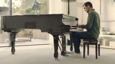 Федерер засвири Бах на пиано и ядоса раними души сред критиците си