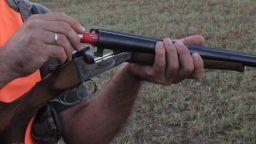 Ловец прострелял колега по време на излет