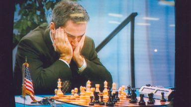 Как преди 23 години компютър за пръв път победи световен шампион по шах