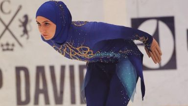 За първи път на леда: Фигуристка се състезава с хиджаб (видео)