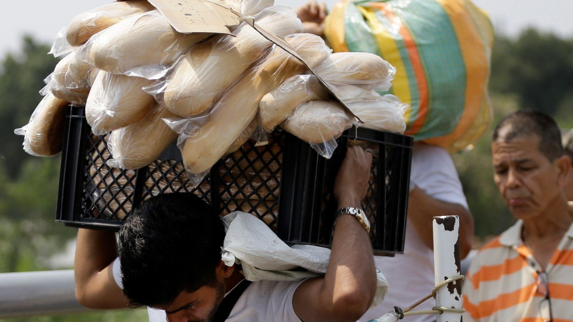 Верни на Мадуро военни блокираха хуманитарната помощ за Венецуела