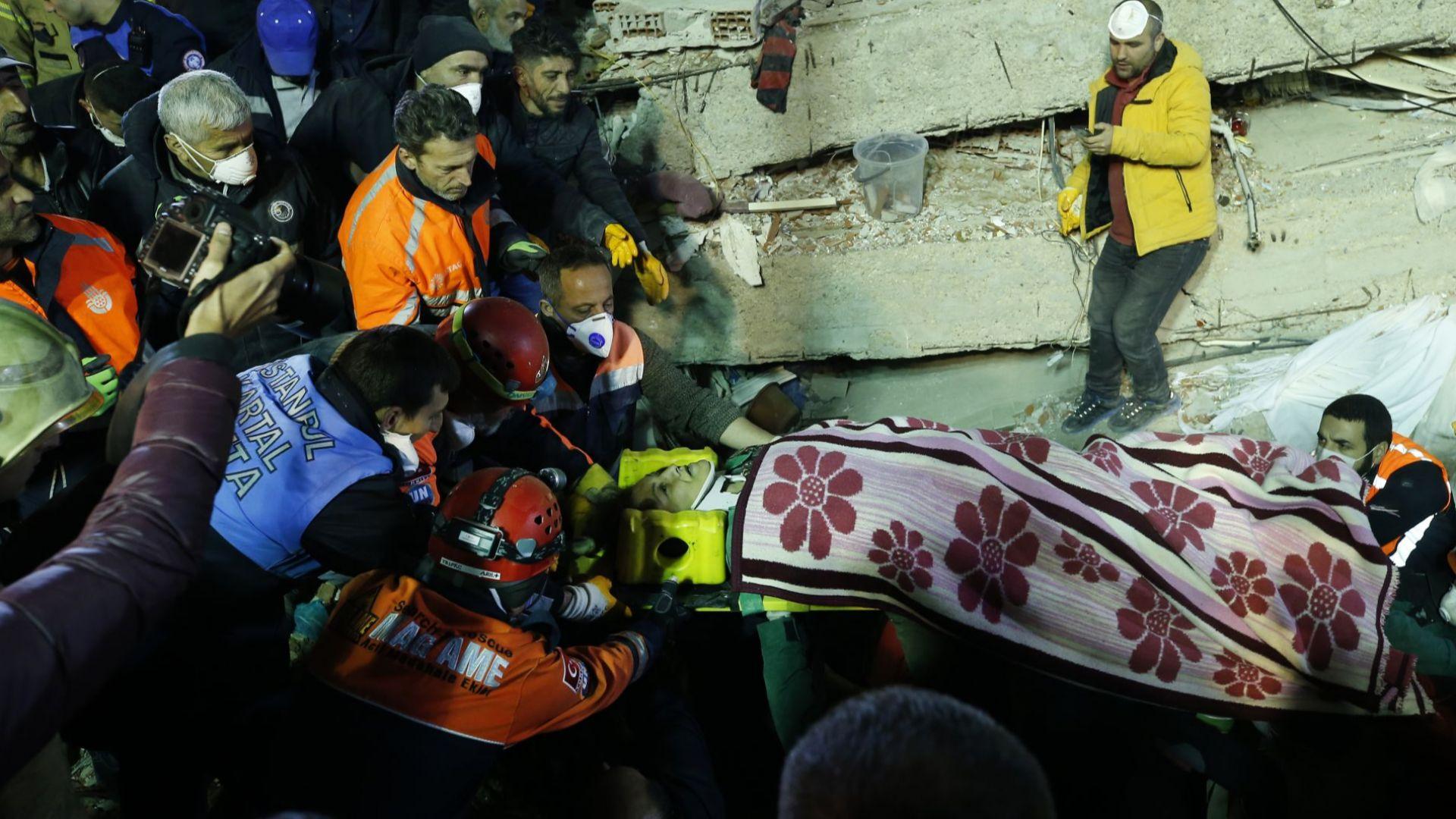 Увеличават се жертвите в Истанбул, властта наложи медийно затъмнение