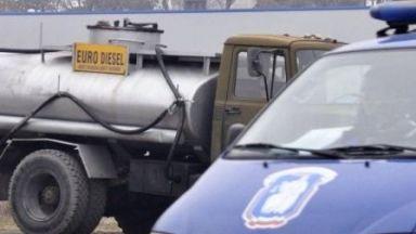 Спипаха шофьор на цистерна да продава контрабанден дизел