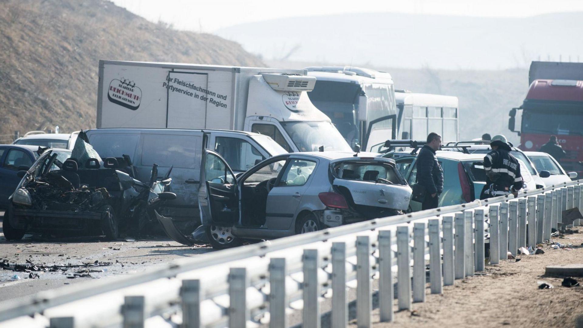 Един от ранените при верижната катастрофа на магистрала