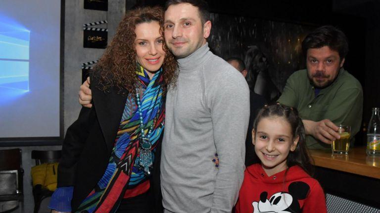 Александър Сано със семейството си