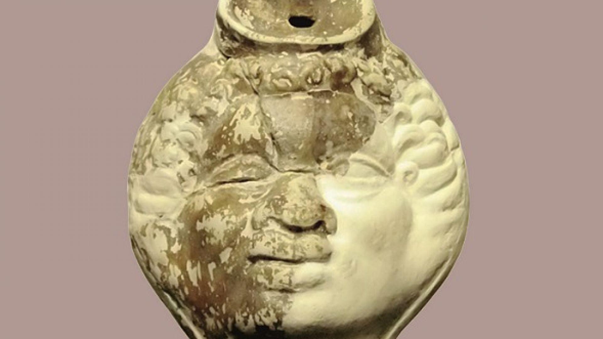 Показват древна лампа с африканска глава в Русенския музей