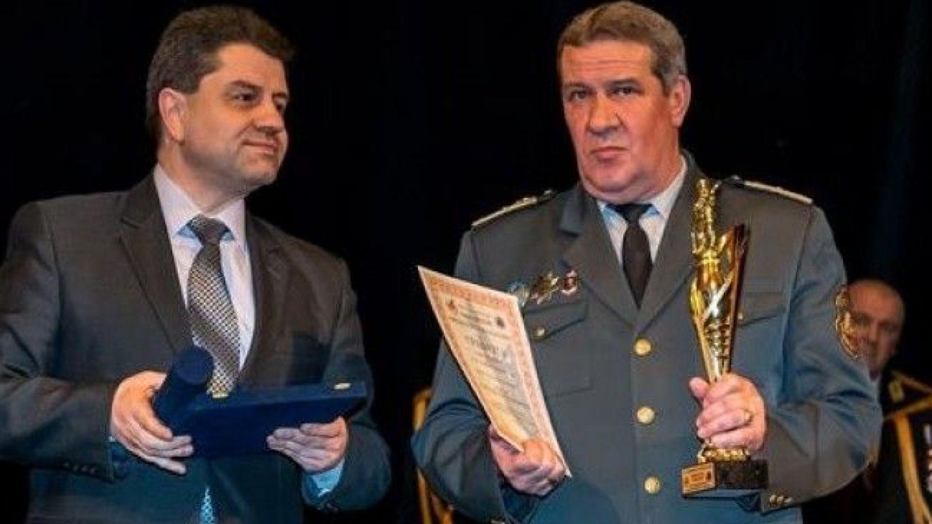 """Шефът на пожарната в Пазарджик стана """"Пожарникар на годината"""""""