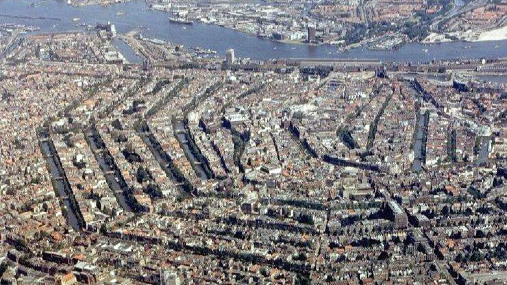 Километри канални стени в Амстердам се нуждаят от спешен ремонт
