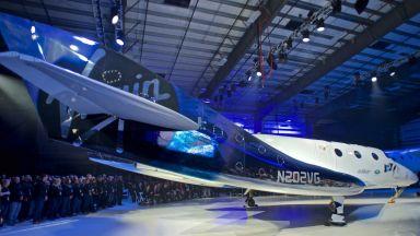 Брансън стартира туристическите полети до Космоса в началото на 2021 г.