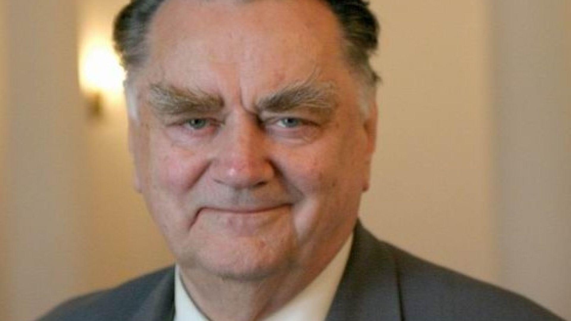 Почина бившият полски премиер и дисидент от времето на комунизма Ян Олшевски