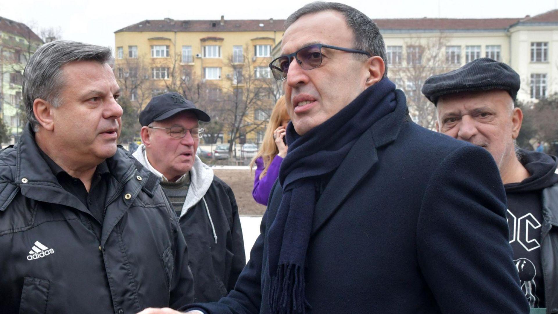 Близки и приятели се простиха с Тодор Кавалджиев (снимки)