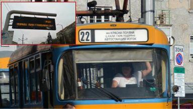 Ето го най-популярното табло на спирка в София: Пиян промени маршрута на трамваите