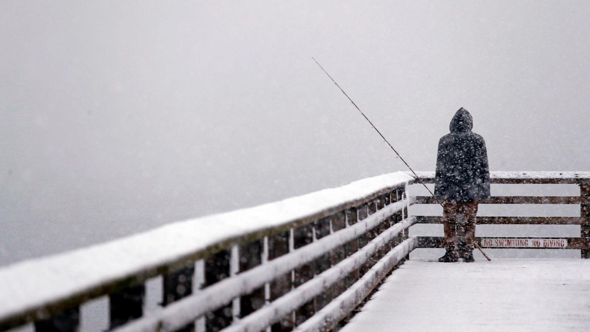 Стотици полети са отменени в Сиатъл и Токио заради  сняг