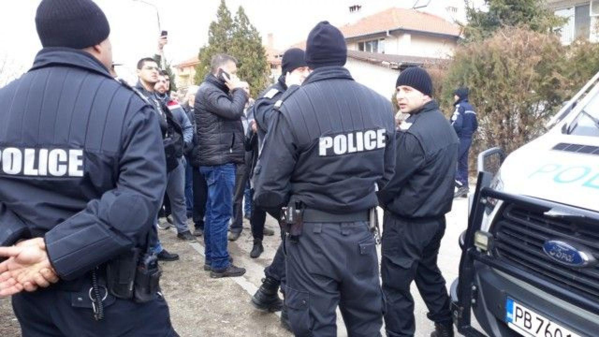 Полицията въдвори ред във Войводиново, ромите си тръгнаха