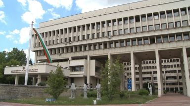 Искаме обяснения от британското правителство за карантината на български граждани
