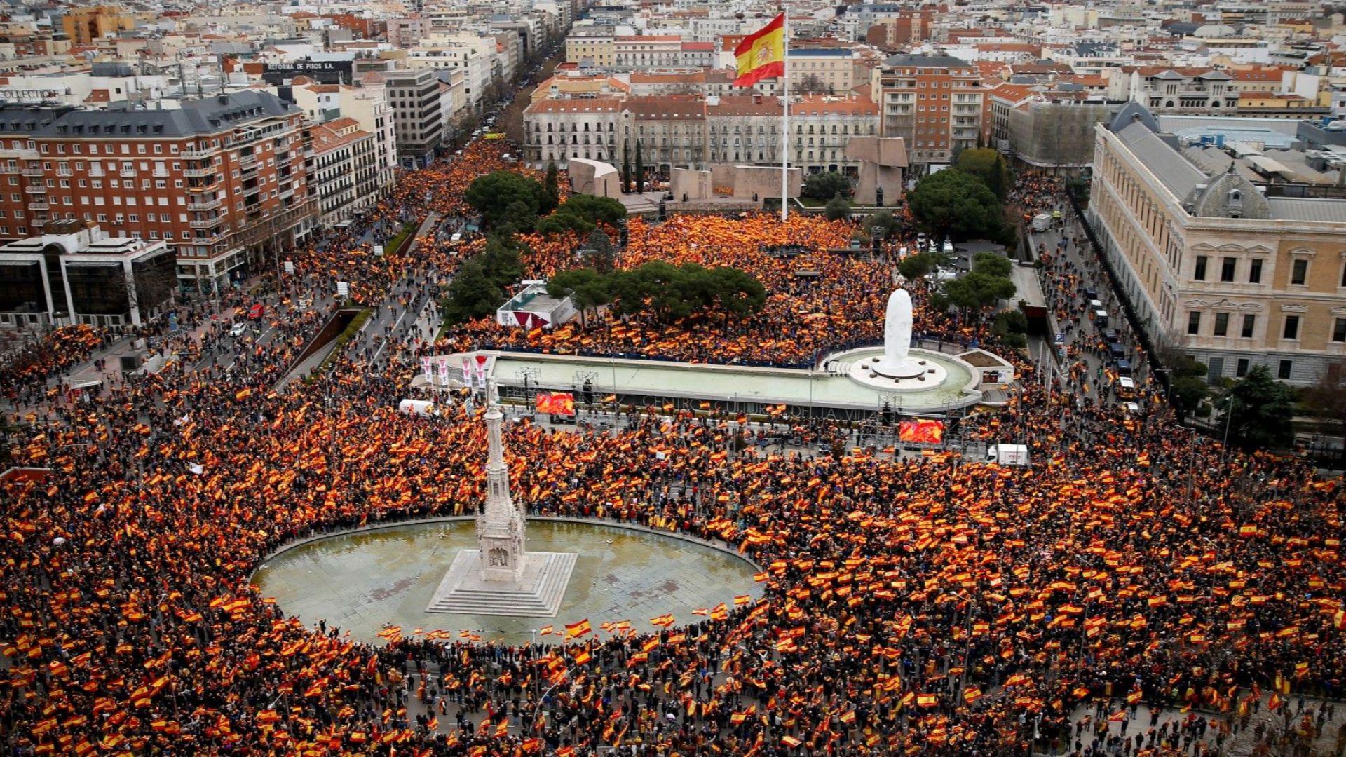 Испанската десница протестира в Мадрид, иска оставката на премиера