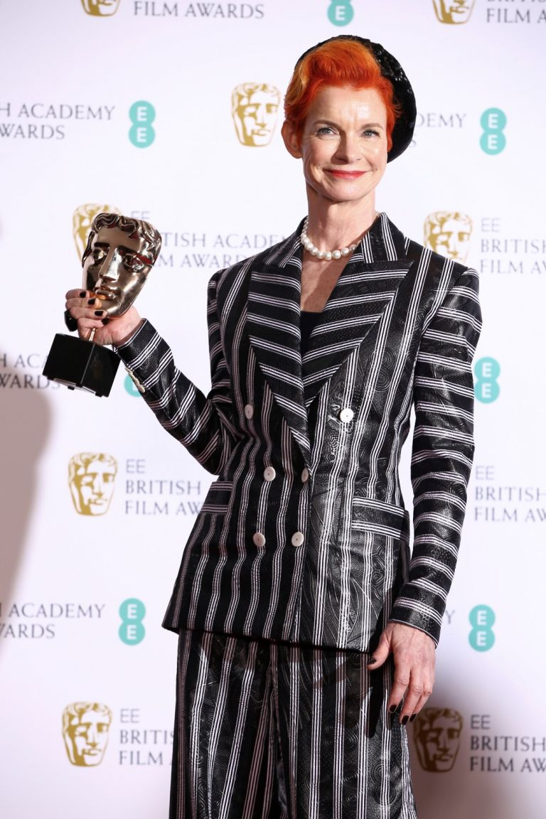 """Дизайнерката Санди Пауъл - с наградата за най-добри костюми за """"Фаворитката"""""""