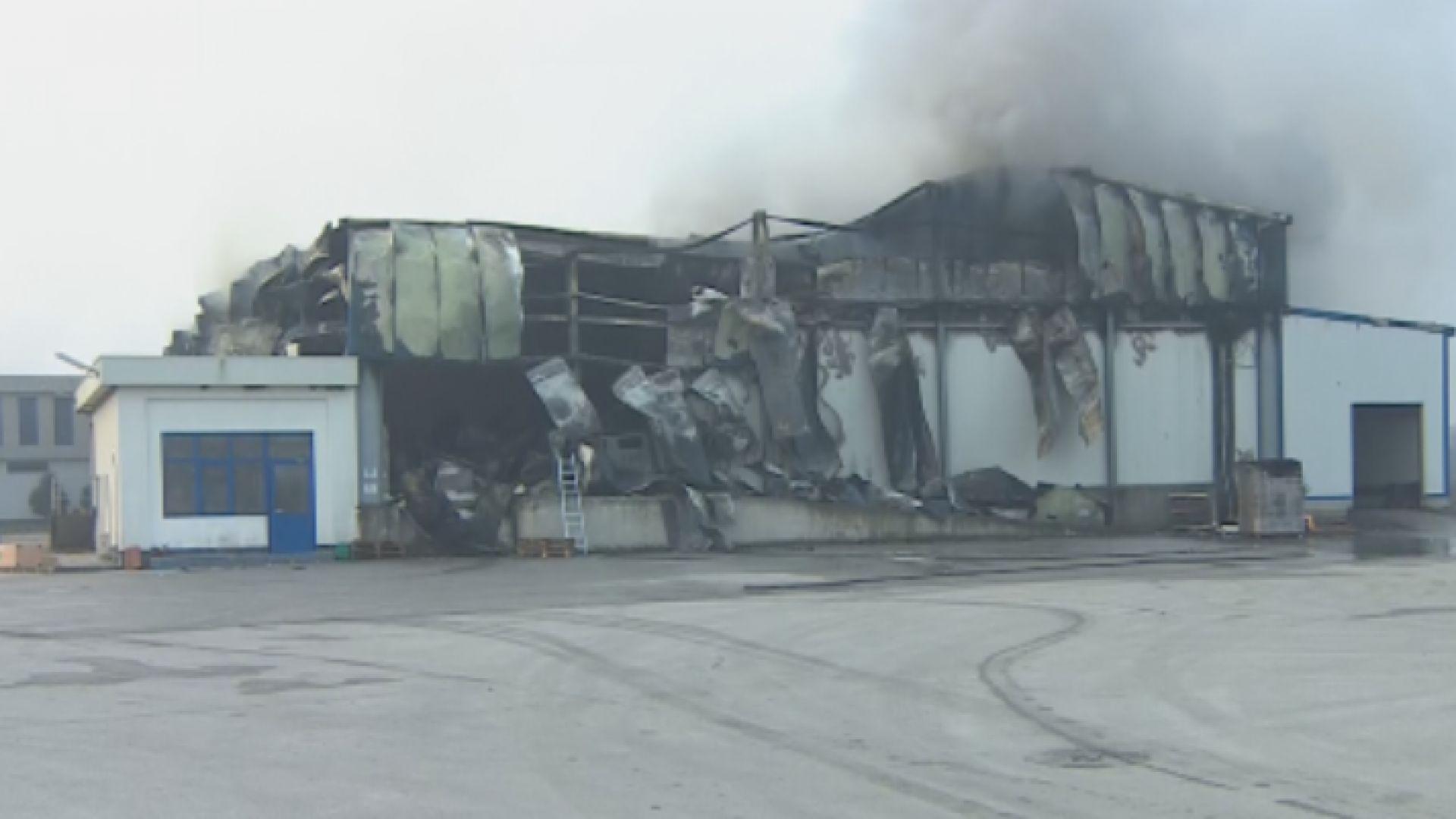 300 души от опожарения завод във Войводиново остават без работа