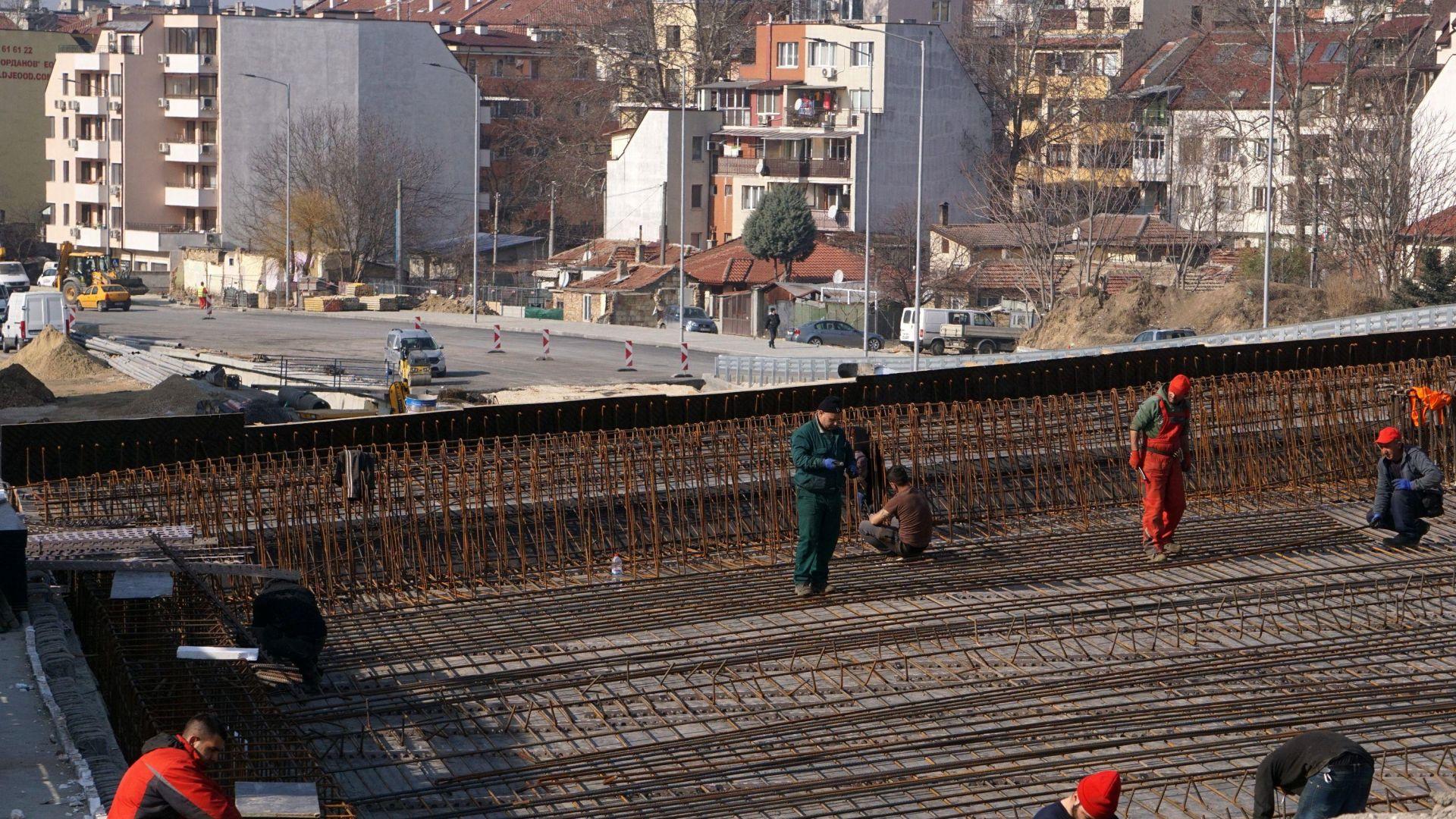 Затвориха ключово кръстовище във Варна за ремонт