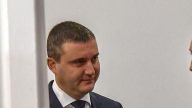 Горанов даде заден, може да отложи новите касови апарати