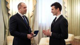 Президентът Радев удостои Светлин Русев с Почетния знак на държавния глава