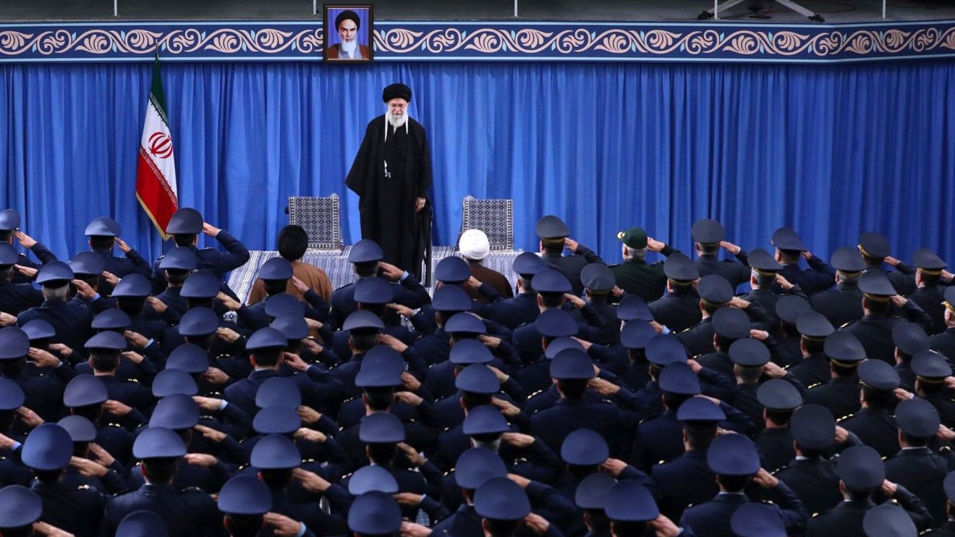 """Иран предупреди, че ако САЩ го нападнат, ще """"сравни Тел Авив със земята"""""""